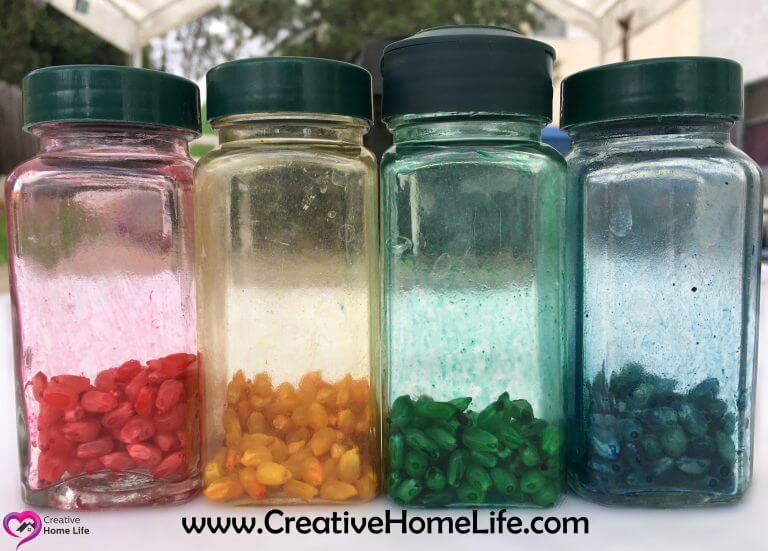 Dyed popcorn kernels